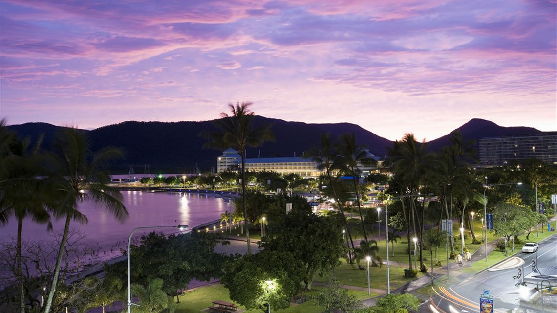 Mantra Esplanade Video : Hotel Review and Videos : Cairns ...